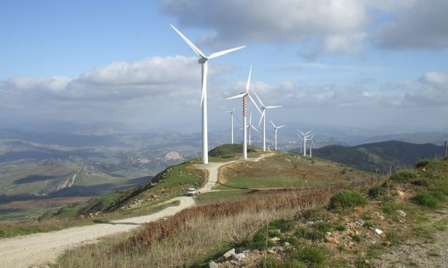 Bollette: i rincari dovuti alle fossili, le rinnovabili sono il futuro